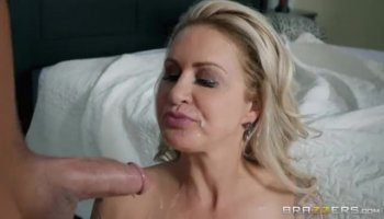 Skinny blonde babe railed by pawn keeper