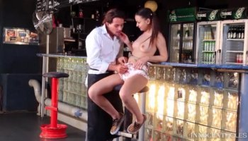 Beauty arouses needs in guy with soaked blowjob