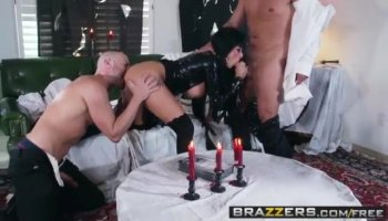 Hot playgirl impresses her fellow with blowjob