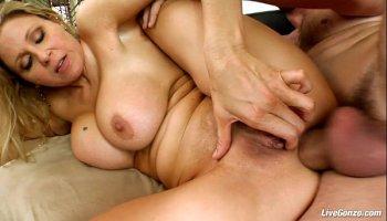 COSPLAY BABES Dr Girlfriend Masturbating