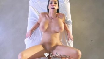 Skinny darling is playing with her hawt bald pussy