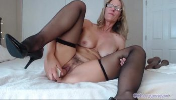Mom seduces daughter's BF and gets hot threesome